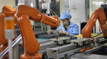 Foxconn reemplazara a 60 mil trabajadores por robots